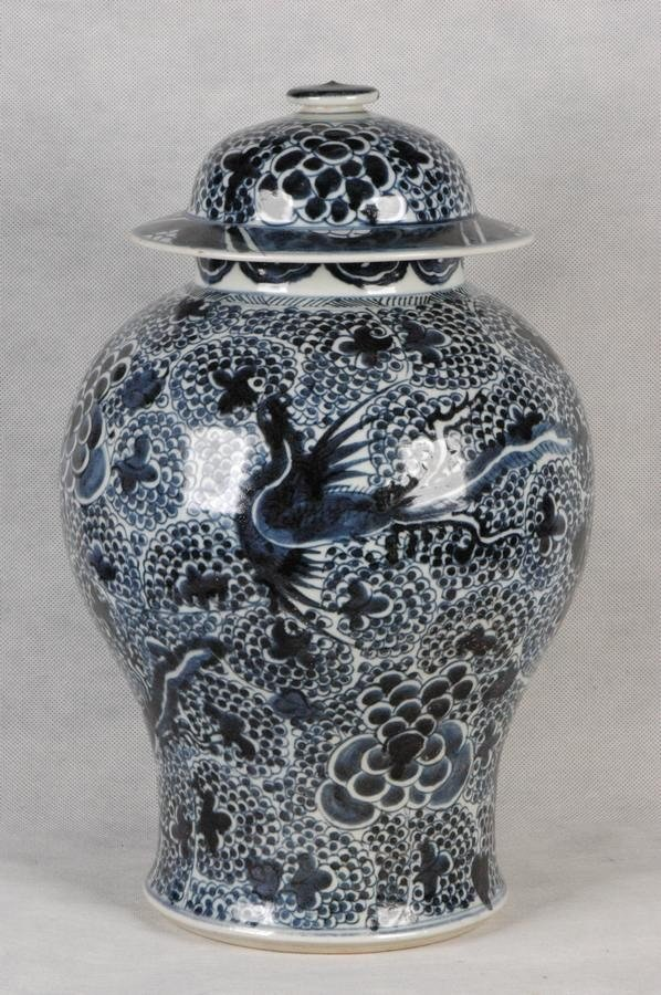 Large Chinese Qing Blue and White Porcelain Jar Qianlon
