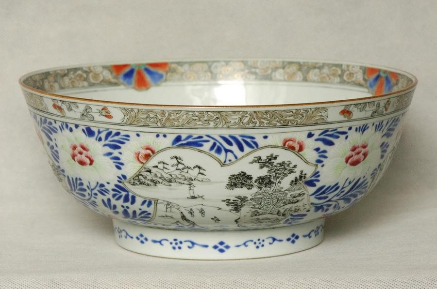 Masterpiece Large Chinese Qing Famille Rose Bowl Qianlo