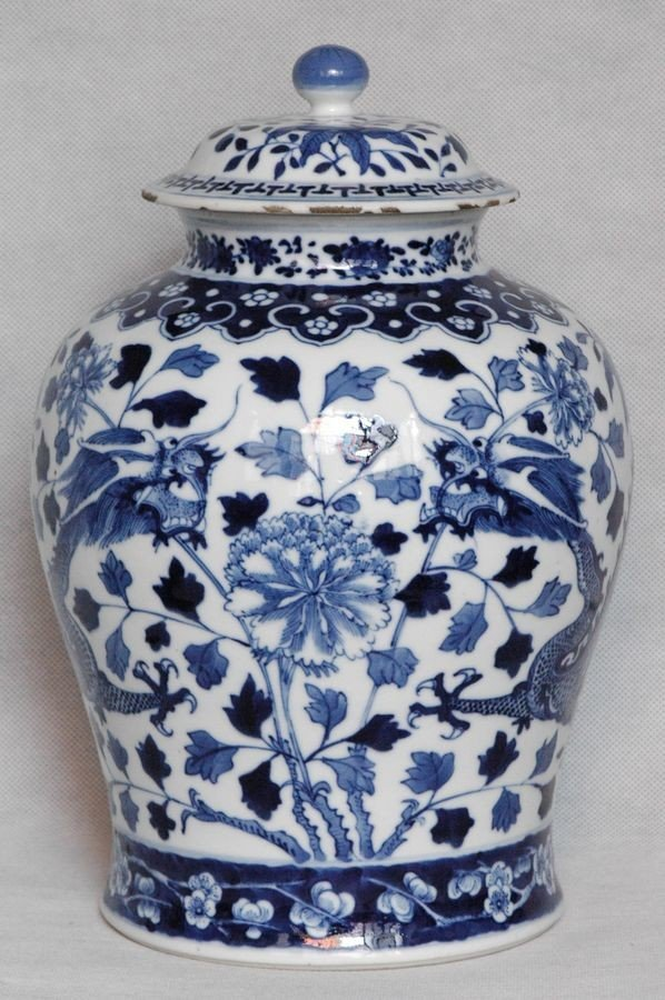 Chinese Qing Blue and White Porcelain Jar w Dragon , 19