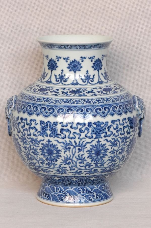 Masterpiece Chinese Qing Blue and White Vase Qianlong M