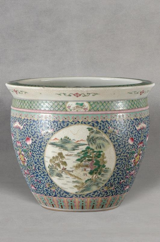 Large Chinese Qing Famille Rose Jardiniere 19C