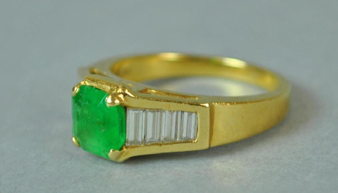 18K EMERALD & DIAMOND RING - 3