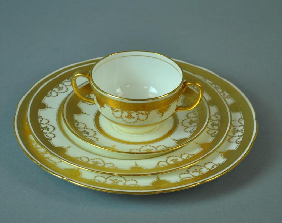 (32) MINTONS FOR TIFFANY & CO. CHINA SERVICE