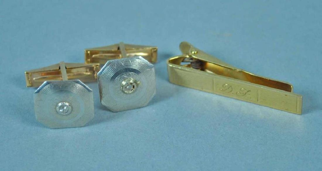 PAIR OF GOLD CUFFLINKS AND A TIE CLIP