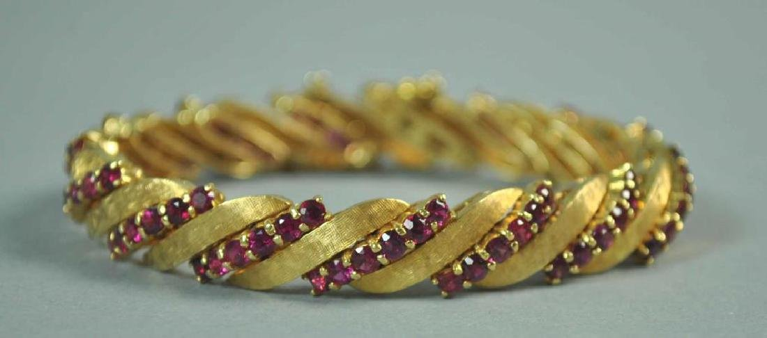 GOLD & RUBY BRACELET, 6.30CTW - 2