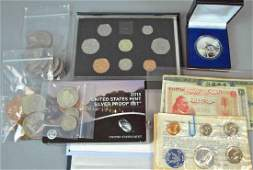 MIXED GROUP OF US & INTERNATIONAL COINS & CURRENCY