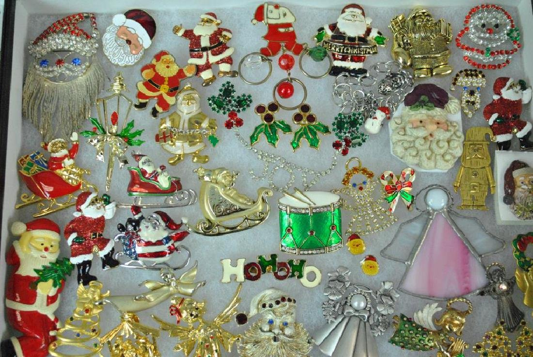 (300+) COSTUME CHRISTMAS JEWELRY, MOSTLY PINS - 9