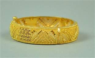 22K INDIAN GOLD HINGED BANGLE BRACELET, 41GMS.
