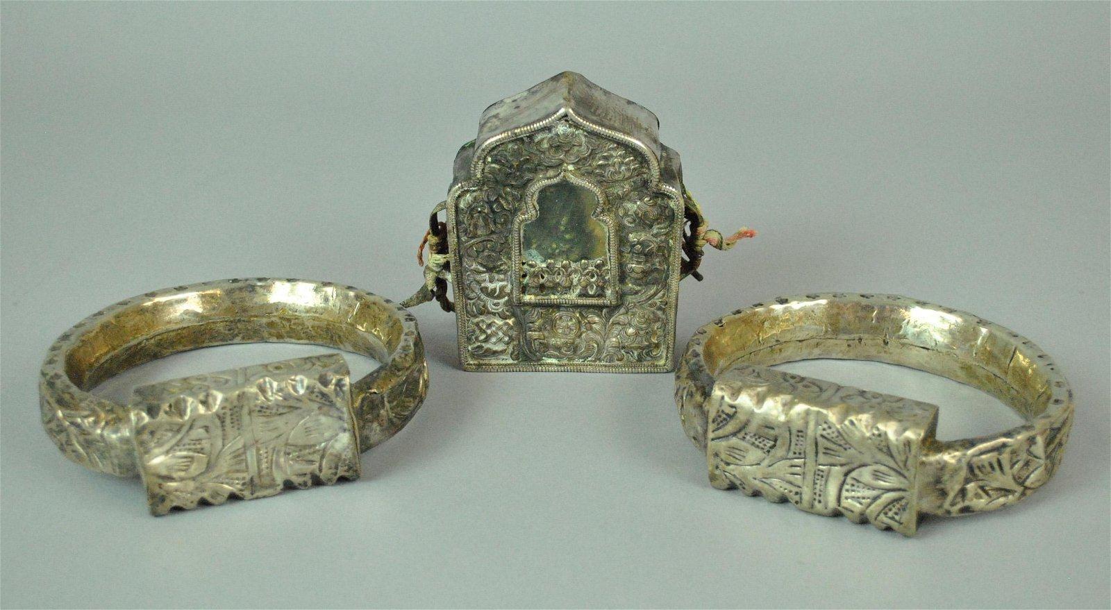 TIBETAN TRAVELING SHRINE & PAIR OF ANKLET RINGS