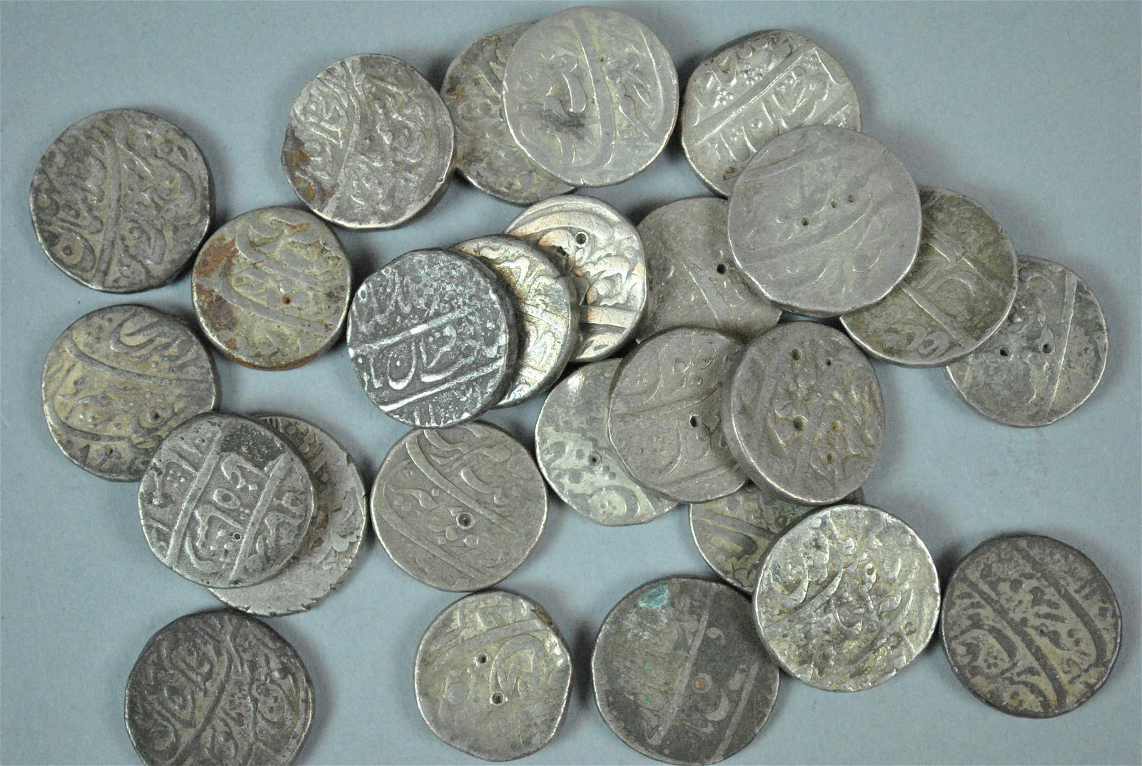 (26) EARLY MUGHAL INDIAN SILVER COINS
