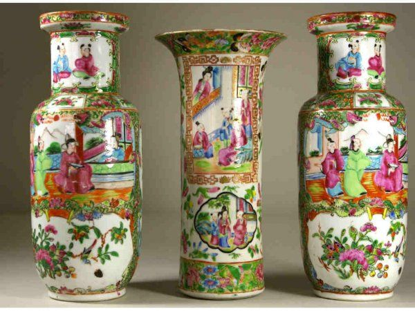 257: THREE CHINESE EXPORT ROSE MEDALLION VASES, 19thC.