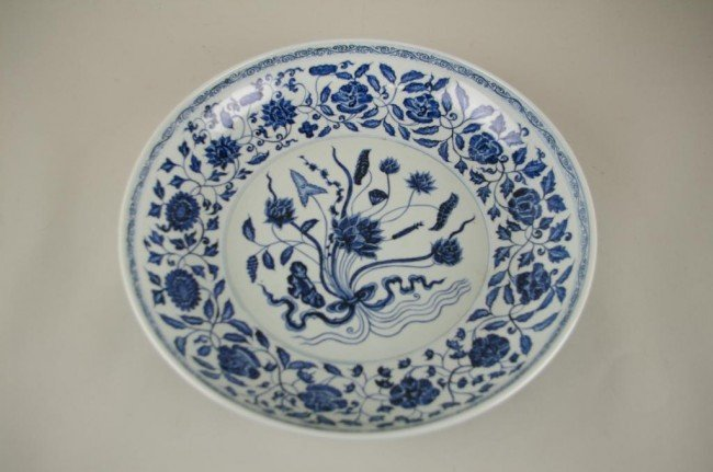 100: CHINESE BLUE AND WHITE CHARGER, 16in.