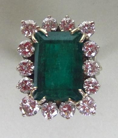 139: EMERALD AND DIAMOND RING, 9.76CTW