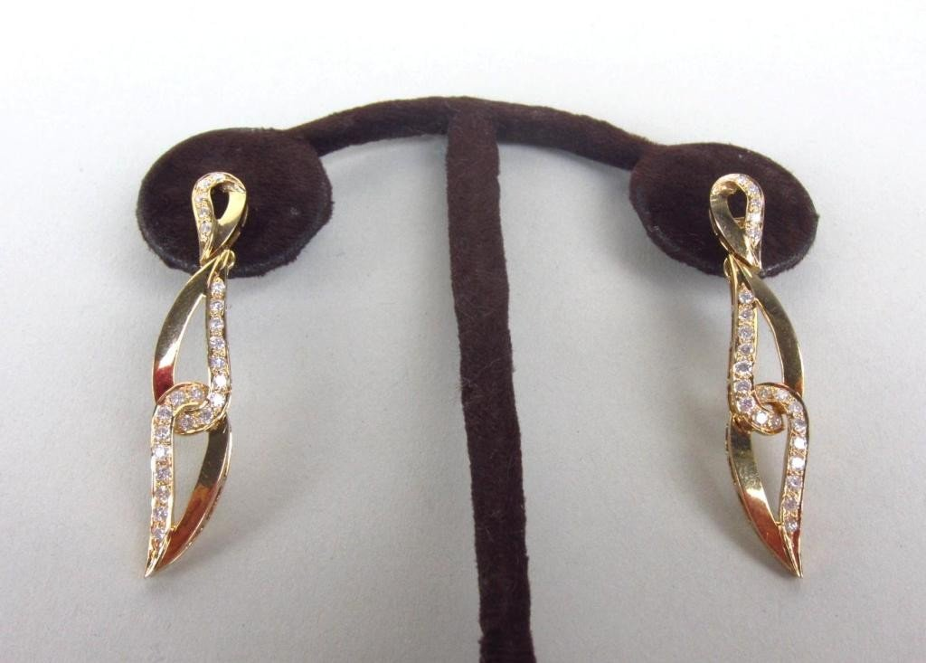 143: PAIR OF DIAMOND PENDANT EARRINGS, 1.15CTW