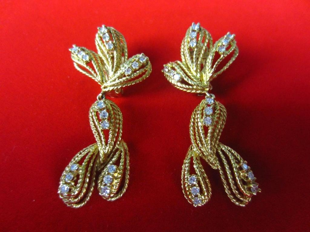 150: PAIR ROPE GOLD DIAMOND PENDANT EARRINGS, 0.72CTW