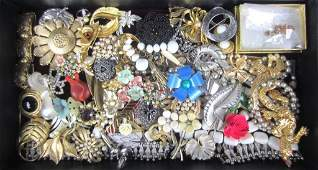 137 50 PIECE COSTUME JEWELRY GROUP