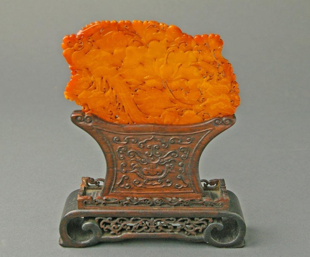 83: AMBER CARVING ON STAND