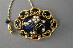 118: VICTORIAN ONYX AND SEED PEARL MOURNING BROOCH