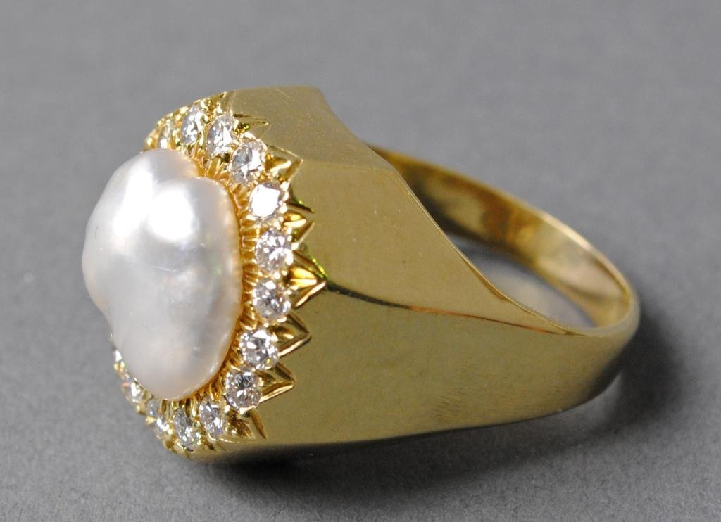 32: HENRY DUNAY BAROQUE PEARL AND DIAMOND RING