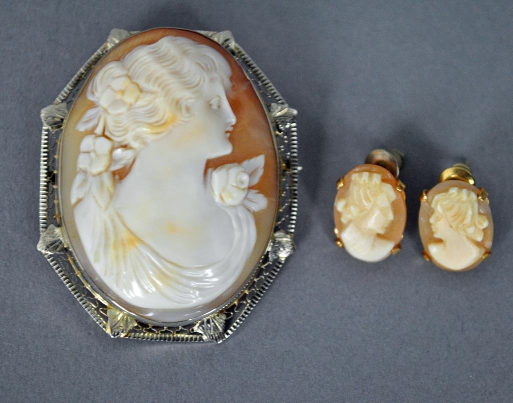 GOLD CAMEO BROOCH AND EARRINGS