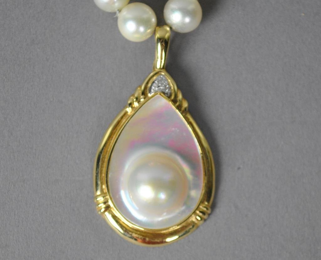 PEARL NECKLACE WITH BLISTER PEARL PENDANT