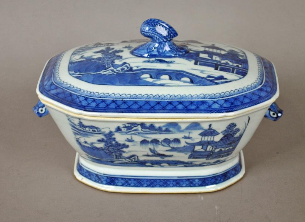CHINESE EXPORT BLUE & WHITE TUREEN & COVER