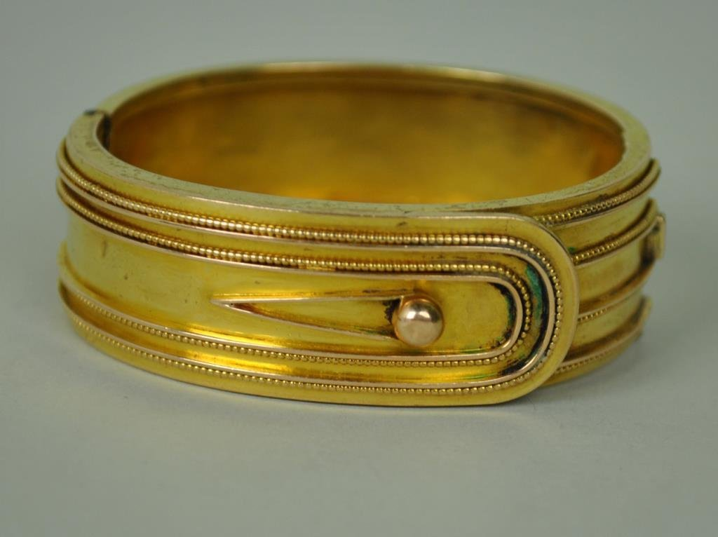 15K GOLD HINGED BUCKLE FORM BANGLE