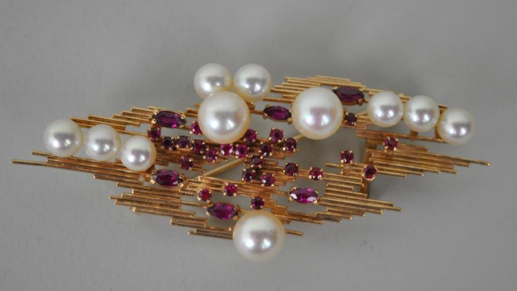 MODERN RUBY & CULTURED PEARL BROOCH