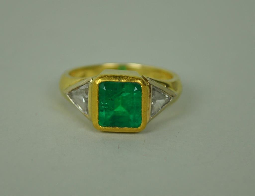 ART DECO EMERALD & DIAMOND RING, 1.90CT