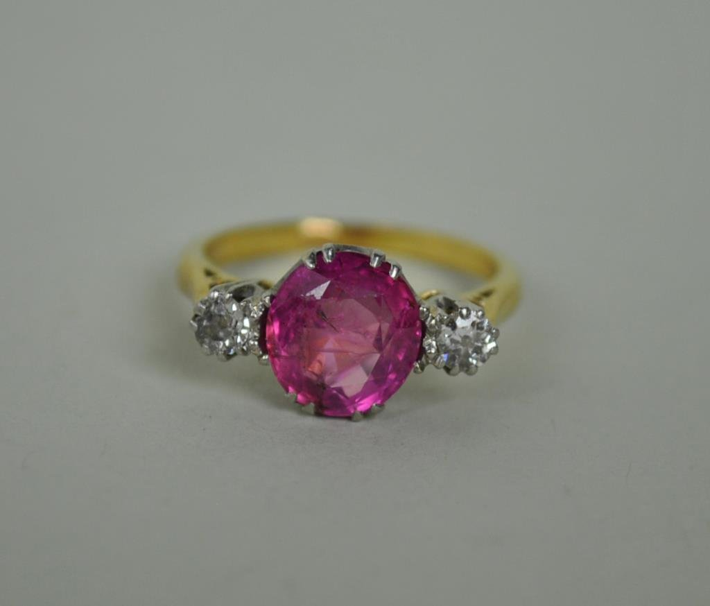 VICTORIAN DIAMOND & RUBY RING, 2.80CTW