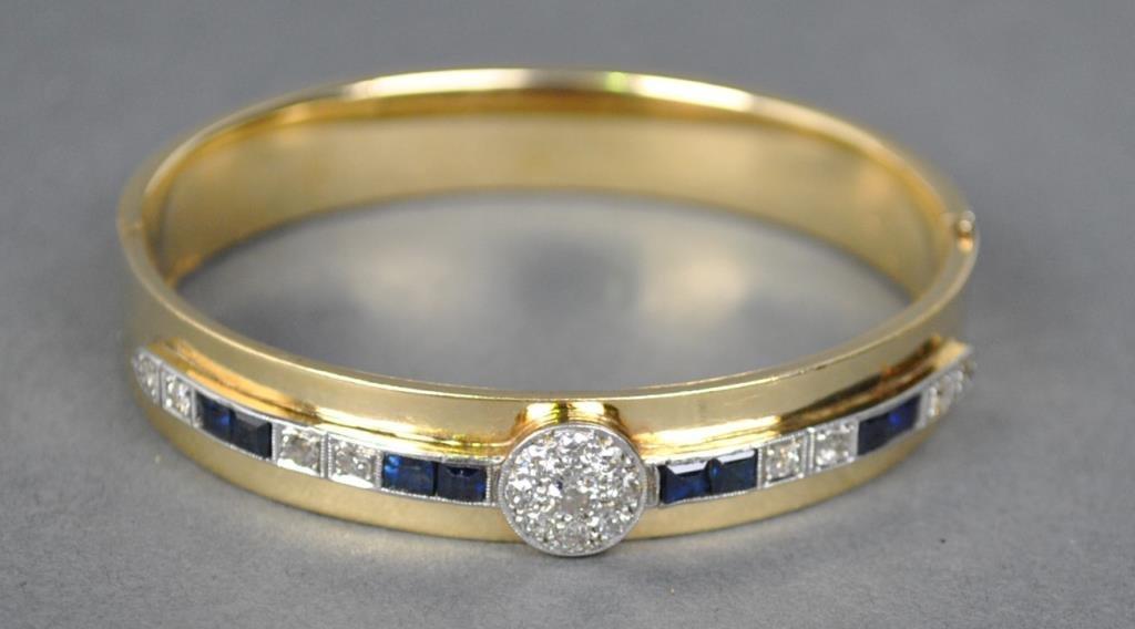 DIAMOND & SAPPHIRE HINGED BANGLE, 1.35CTW