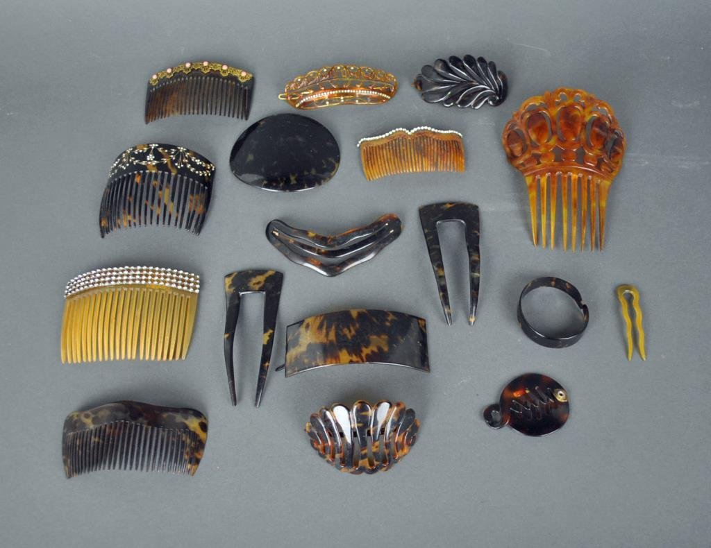 (17) VINTAGE HAIR COMBS / ORNAMENTS