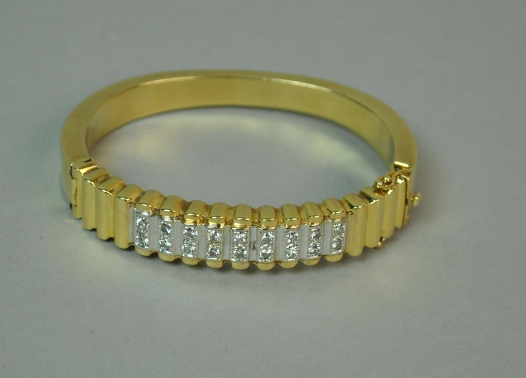 DIAMOND HINGED BANGLE, 0.72CTW