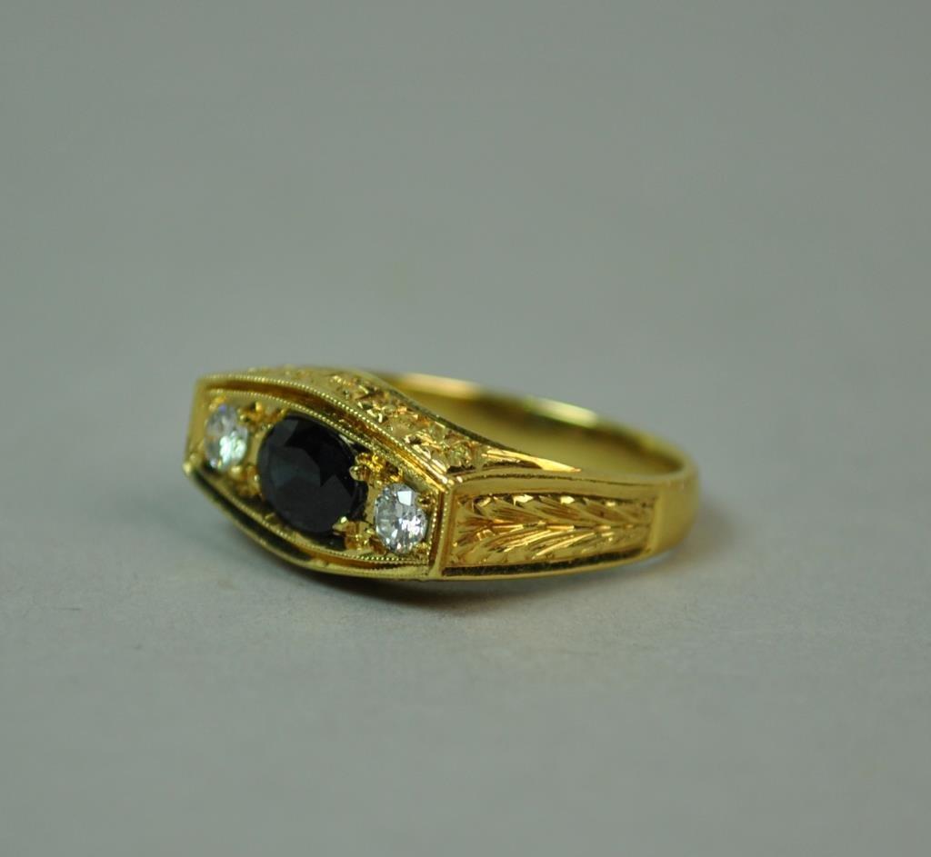 18K SAPPHIRE & DIAMOND RING, 0.90CTW