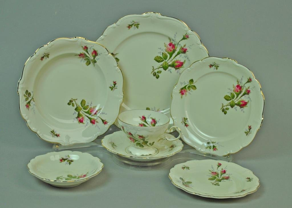 (96) PIECE ROSENTHAL MOSS ROSE CHINA SERVICE