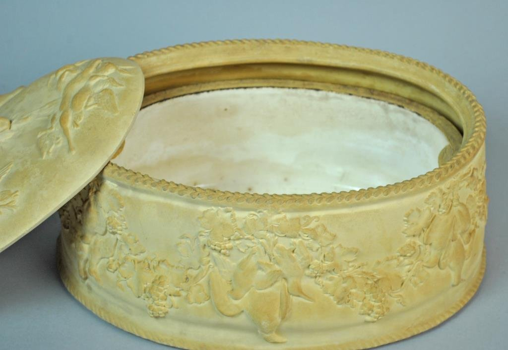 ANTIQUE WEDGWOOD CANEWARE GAME PIE DISH - 3