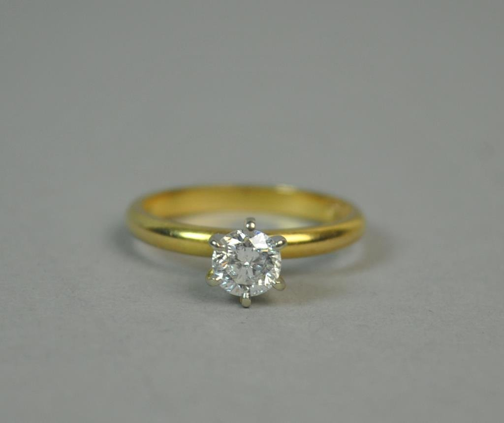 18K DIAMOND ENGAGEMENT RING, 0.55CT