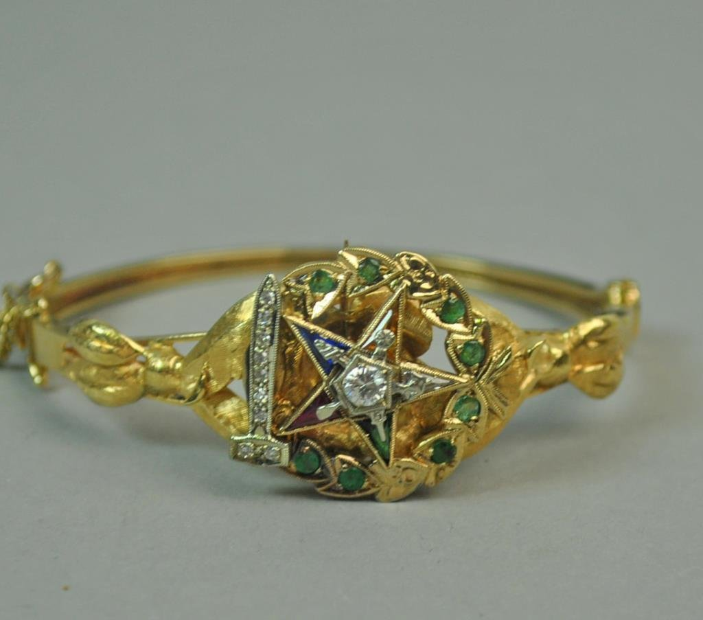 GOLD BANGLE WITH FITTED EASTERN STAR BROOCH