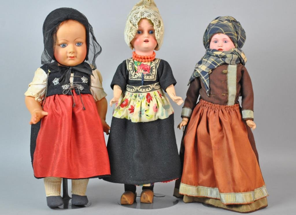 (3) INTERNATIONAL DOLLS