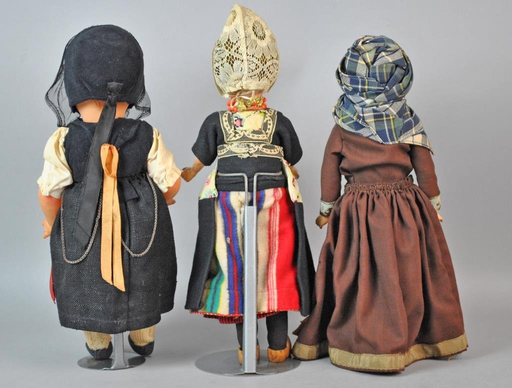 (3) INTERNATIONAL DOLLS - 2