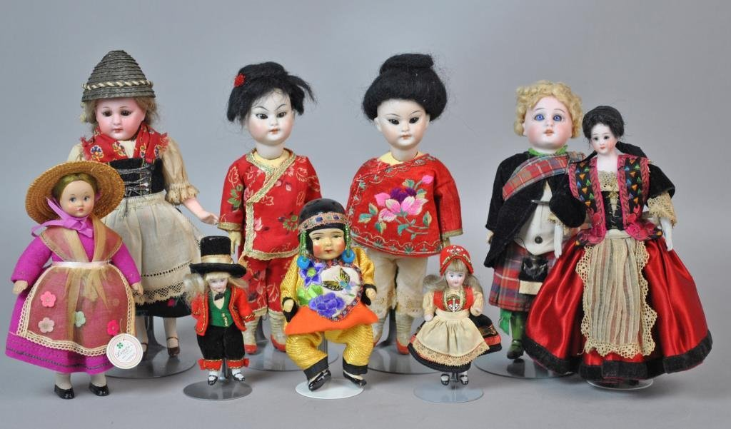 (9) INTERNATIONAL DOLLS
