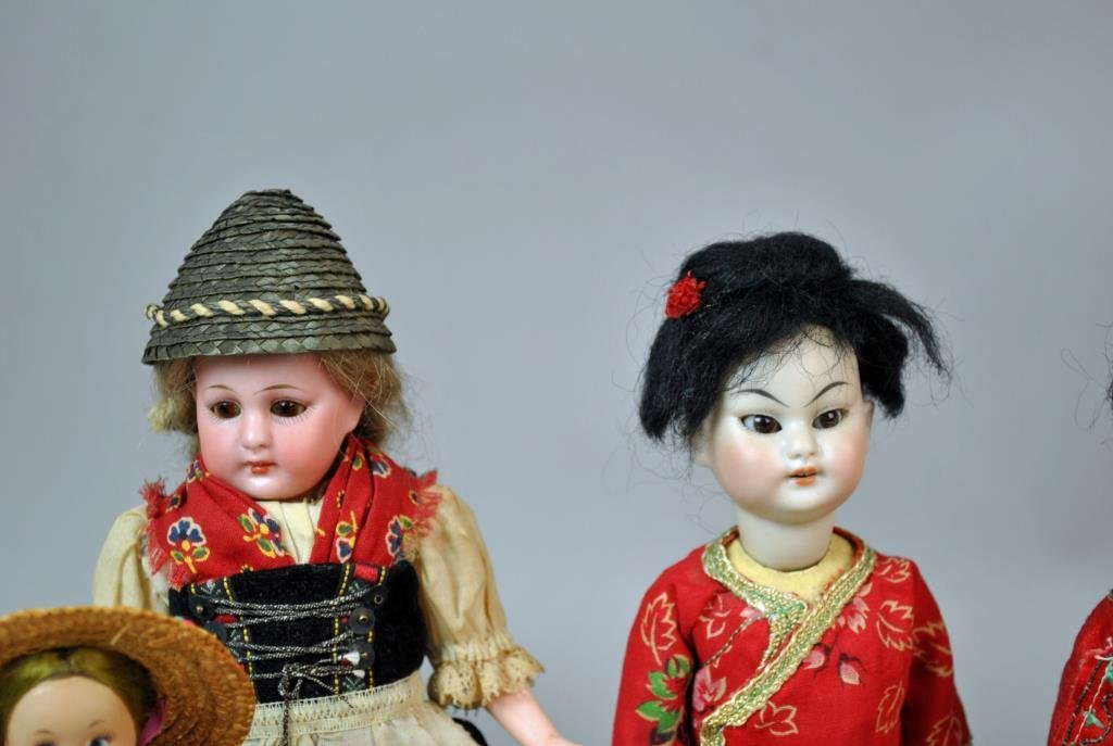 (9) INTERNATIONAL DOLLS - 2