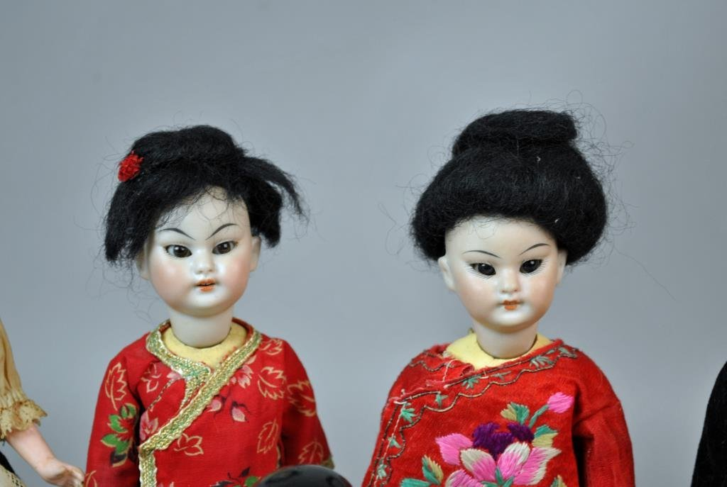 (9) INTERNATIONAL DOLLS - 3