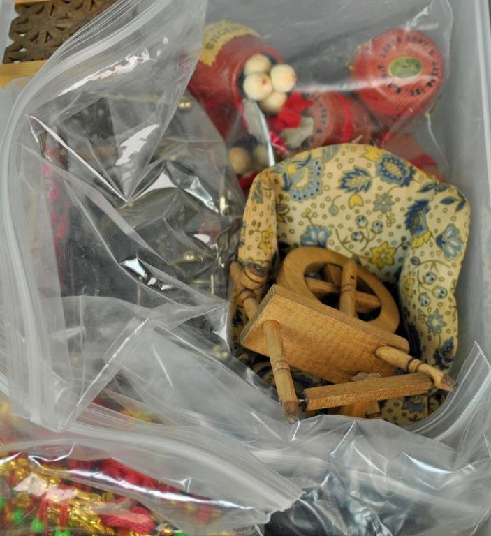 HOUSEWORKS DOLLHOUSE ACCESSORIES - 3