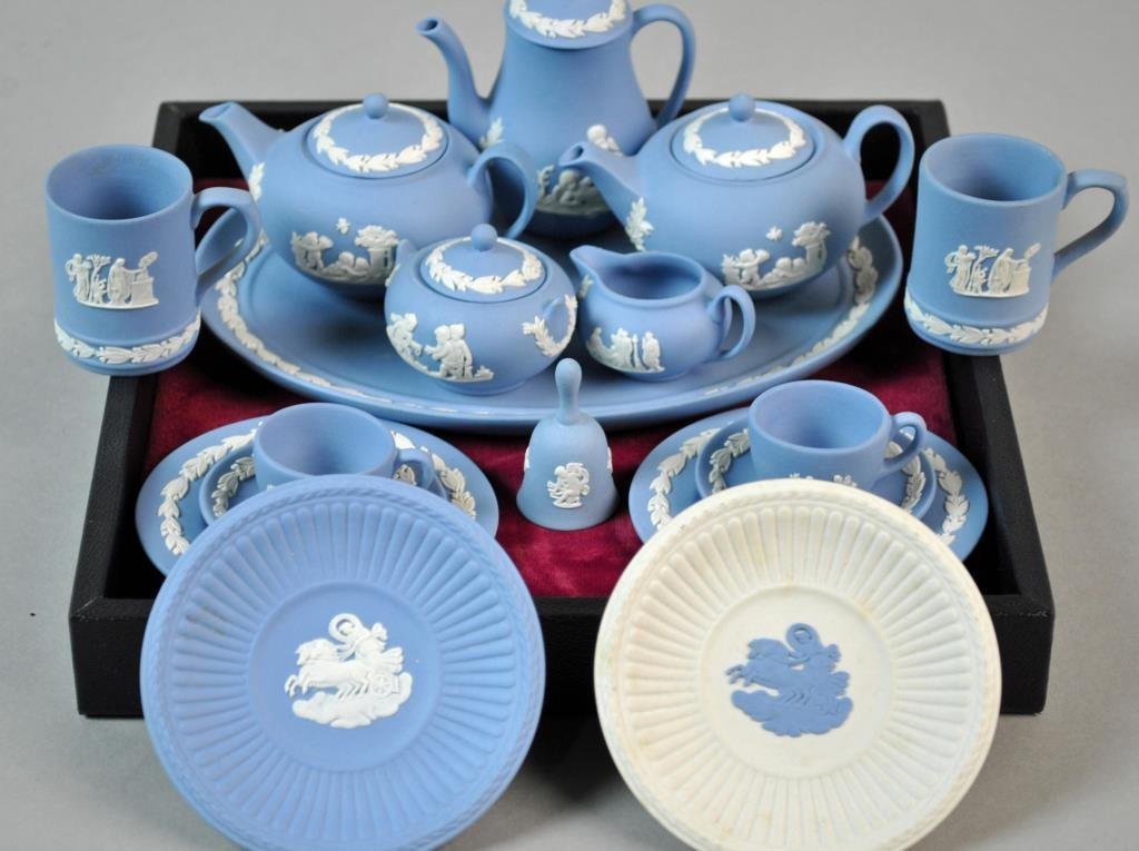 (17) PIECE WEDGWOOD MINIATURE TEA SERVICE
