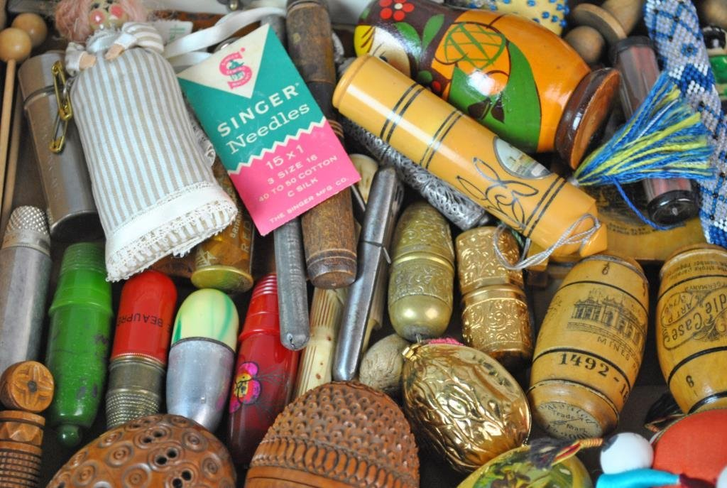 LARGE GROUP OF SEWING COLLECTIBLES - 3