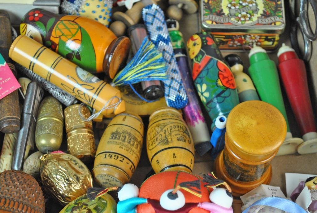 LARGE GROUP OF SEWING COLLECTIBLES - 4