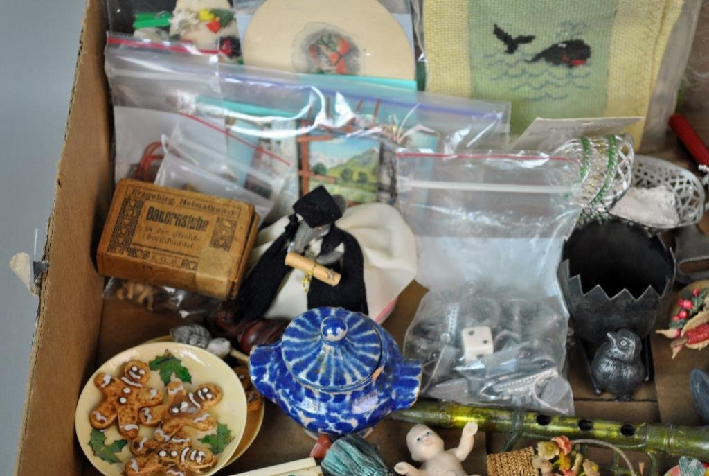 LARGE GROUP OF SMALL & MINIATURE COLLECTIBLES - 2