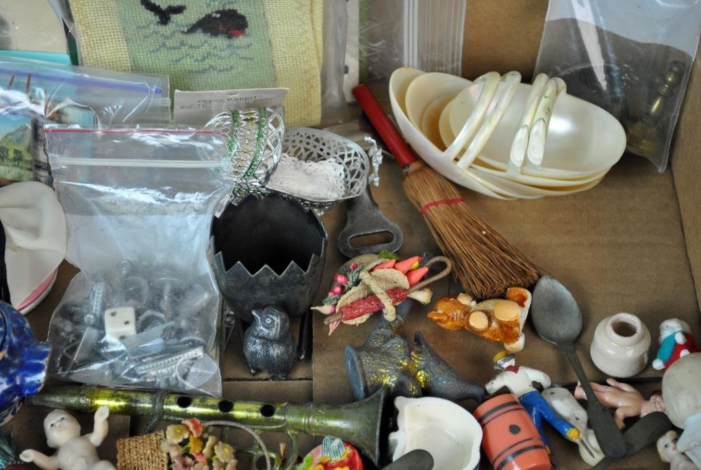LARGE GROUP OF SMALL & MINIATURE COLLECTIBLES - 3