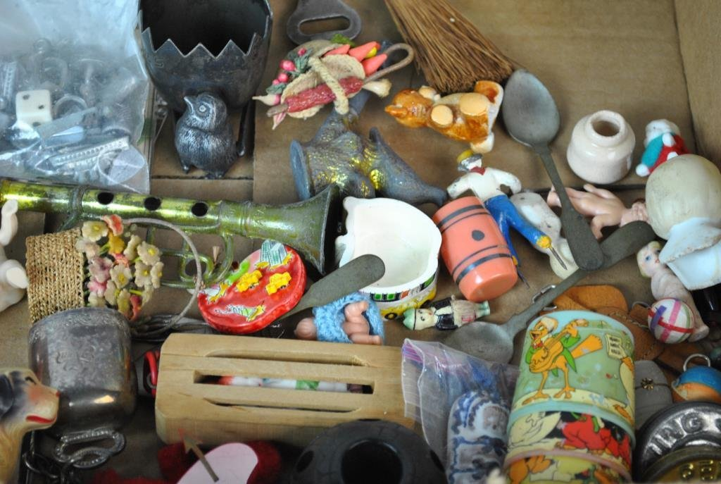 LARGE GROUP OF SMALL & MINIATURE COLLECTIBLES - 4